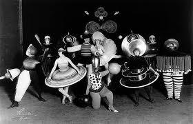 Triadic-Ballet.-Dance-of-forms-Oskar-Schlemmer-Werner-Siedhoff-Walter-Kaminsky.Costumes-Kazimir-Malevich